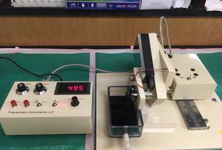 A vibrating microtome set to section at 495µm thickness